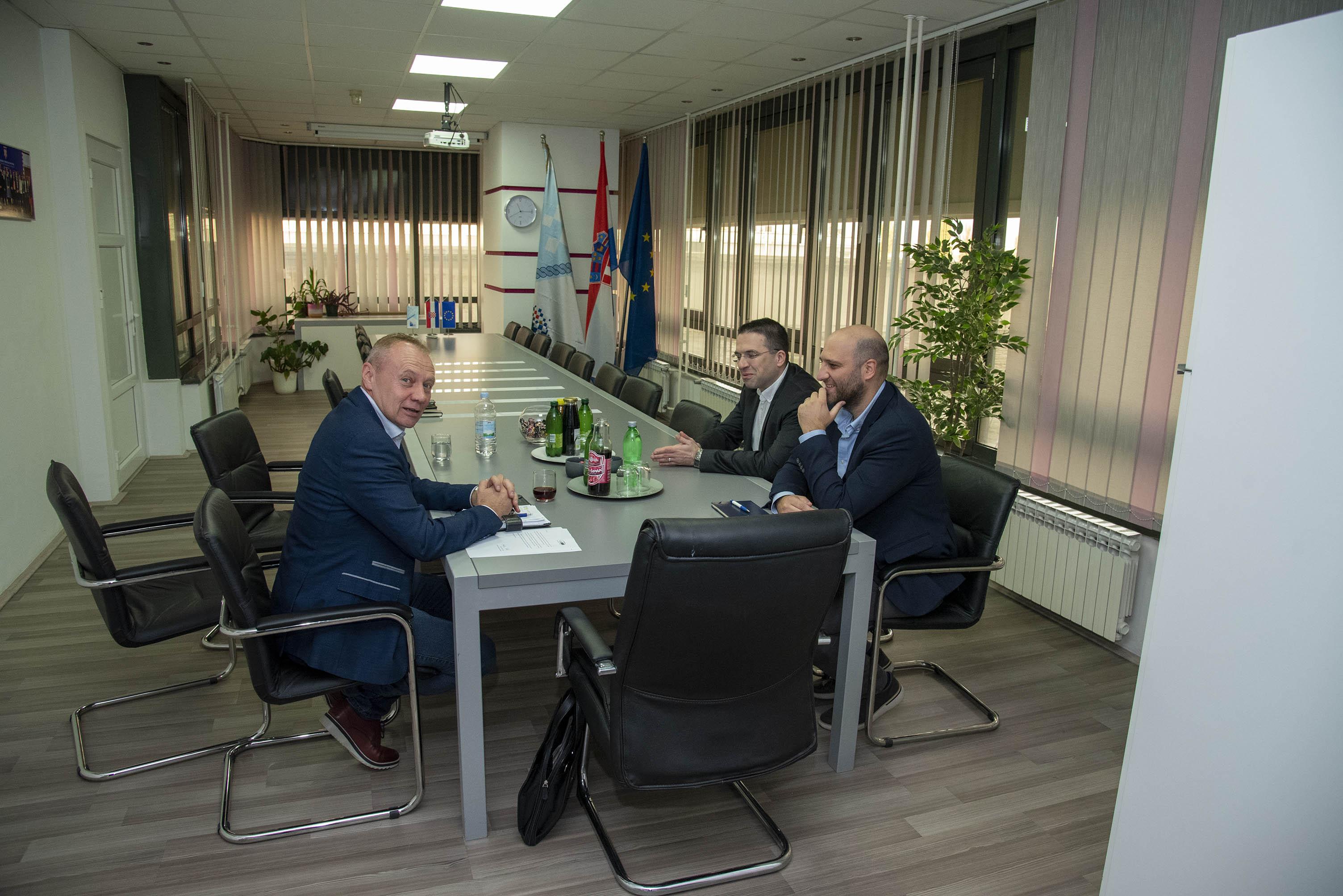 Suradnja između hrvatskih eurozastupnika i Hrvatske zajednice općina